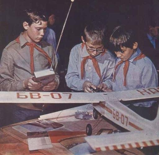 ...Это БАМ и молодежные организации, советский балет и космос, Олимпийские игры 1980 года…