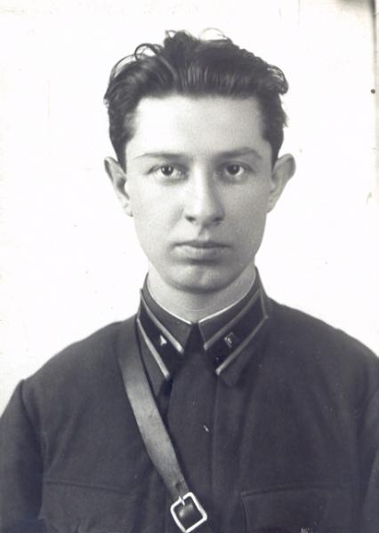 Младший лейтенант РККА Лев Савинский