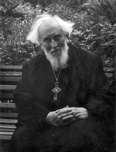 1970 год, в праздник Архангела Михаила во внутреннем дворе Профессорского дома.