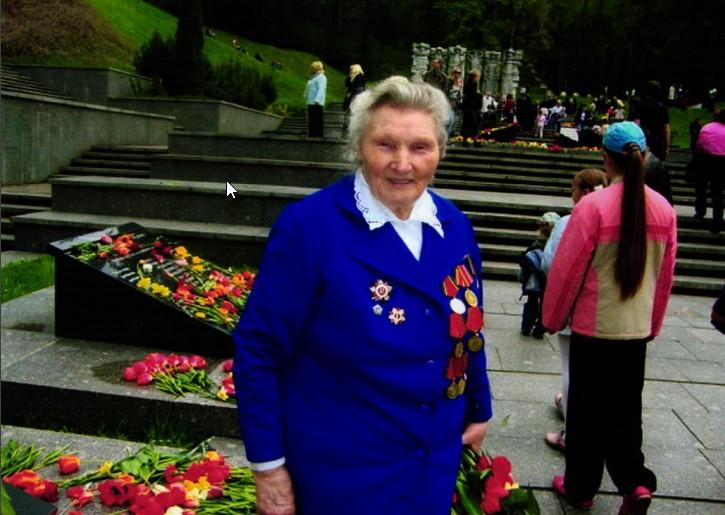 Е.А.Соколова (Веверсович) 9 мая 2010 года.
