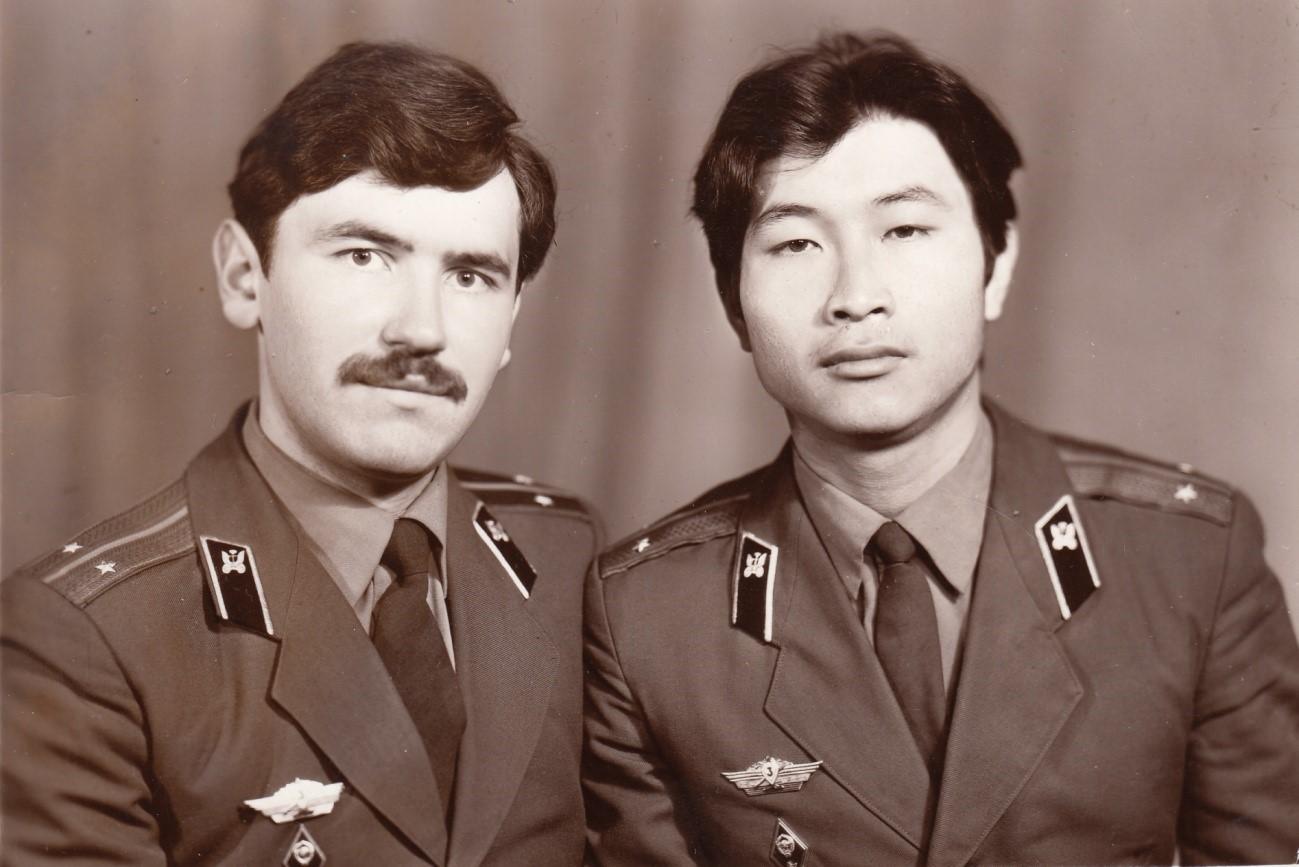 Лейтенанты – Сухачёв А.П. и Хван С.В., город Белогорск, 1979 год.