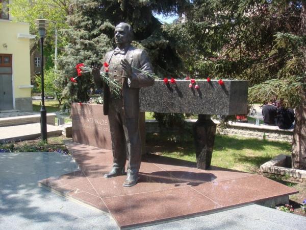 Памятник Ю.И. Богатикову в Симферополе