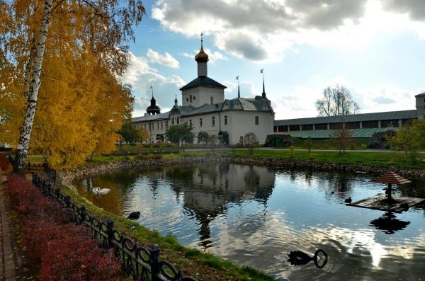 Территория Толгского монастыря