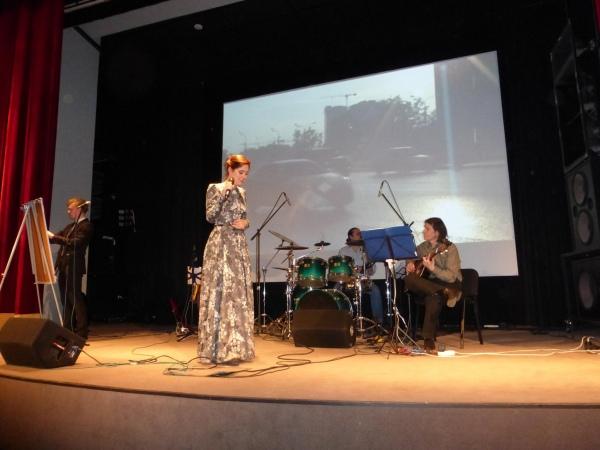 Спектакль-концерт «Поэзия под барабаны» по мотивам книги известной в кругах современной интеллигенции поэтессы Саши Ирбе «Излом».