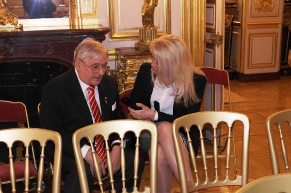 Оксана Карнович берёт интервью у князя Дмитрия Михайловича Шаховского (Париж, 13 декабря 2014 г.)
