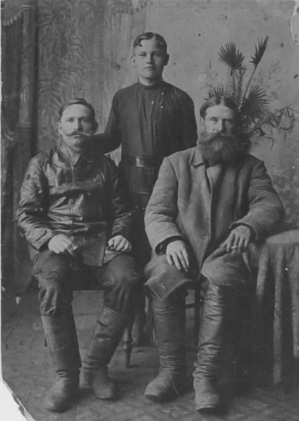 Григорий Торбин с сыновьями Иваном и Николаем