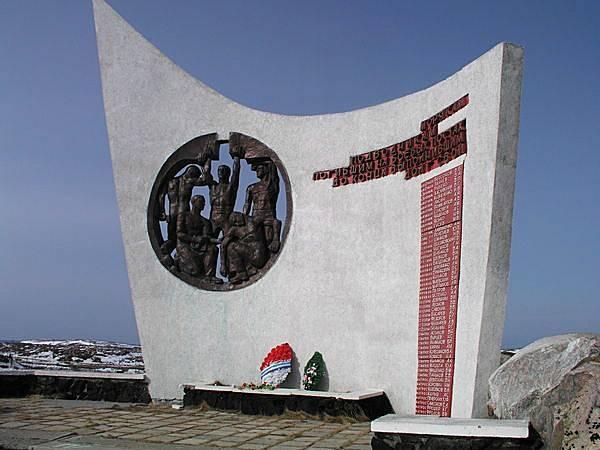 Спустя восемь лет на сопке появится памятник-парус экипажу К-8, мужественно сражавшемуся со стихией и погибшим на ее борту.