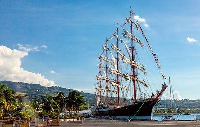 В портах Финляндии, Швеции,  Норвегии, Германии, Франции, Испании до сих пор в восторге от красавца парусника