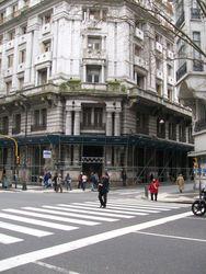 Вход в бывший отель Мажестик