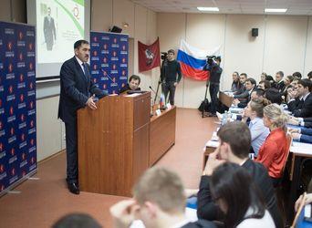 В зале собрались студенты разных факультетов вуза, всем было интересно узнать подробнее об интересной личности Главы Ингушетии