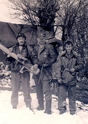 Русские добровольцы в марте 1993 года на позициях на горе Заглавак под Горажде с ручным противотанковым гранатометом М-79 югославского производства.