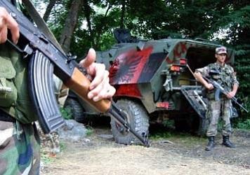Албанские боевики у своего БТР.