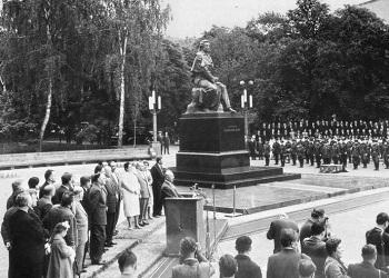 Если мы помним Пушкина, значит, мы помним, что наш язык – русский. 6 июня 1962-го. Так помпезно открывался памятник мастеру русского слова.