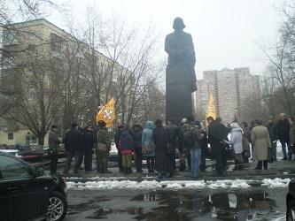 Настоящие почитатели его творчества собрались 31 марта у величавого памятника, чтобы вспомнить Николая Васильевича, вспомнить его острое слово, вспомнить его любовь к украинскому народу, любовь к великому русскому языку.