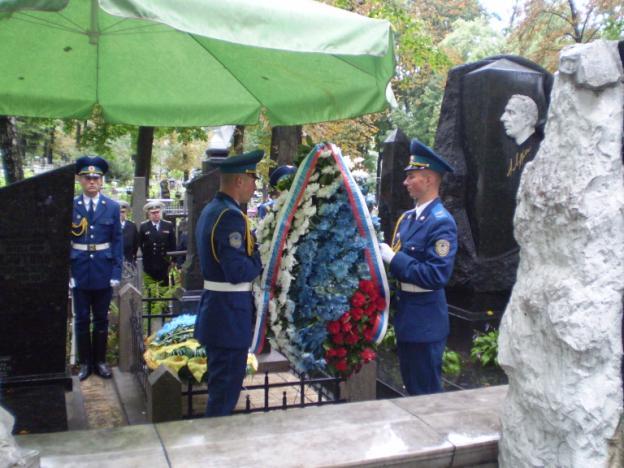 С огромным вниманием слушали присутствующие молодые украинские воины и молодежь о том, каким великим человеком был Петр Нестеров