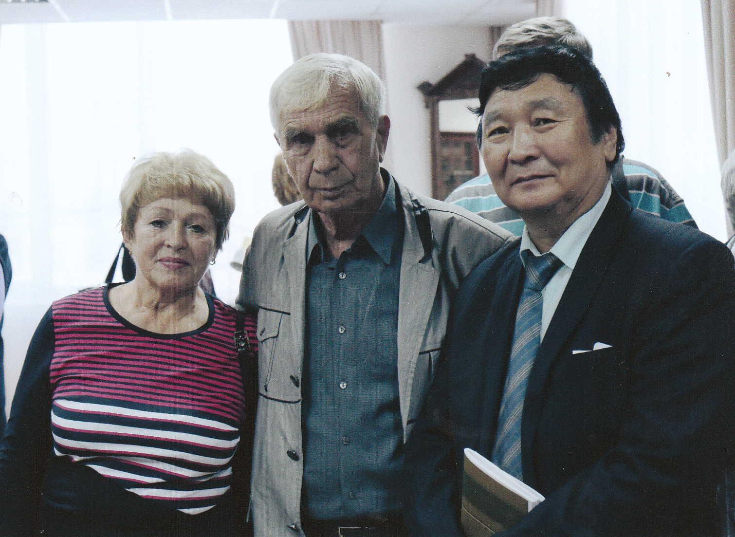 С дочерью сибирского классика Евгенией Молчановой и известным прозаиком из Якутии Николаем Лугиновым