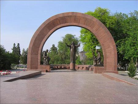 Памятник в Ашхабаде туркменистанцам, павшим в Великую Отечественную